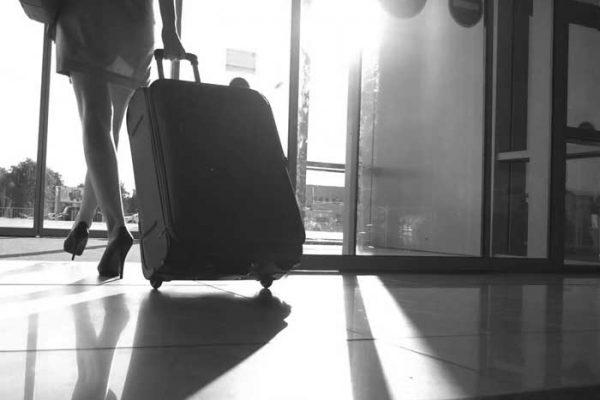 """Мъжете на """"пътешественичките"""" изневеряват четири пъти по-често, отколкото мъжете на """"домошарките""""!"""